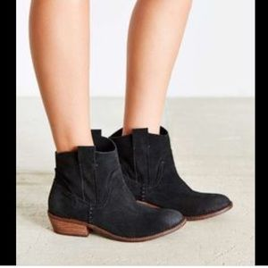 Urban Outfitters Dolce Vita Colynn suede boots